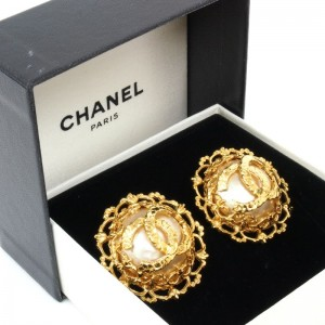 Vintage Chanel Decorative Frame Gold Earrings.